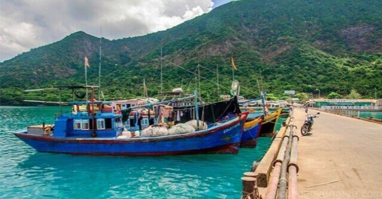 tàu thuyền ở cảng Bến Đầm