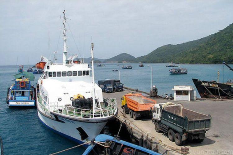 tàu thuyền cảng Bến Đầm