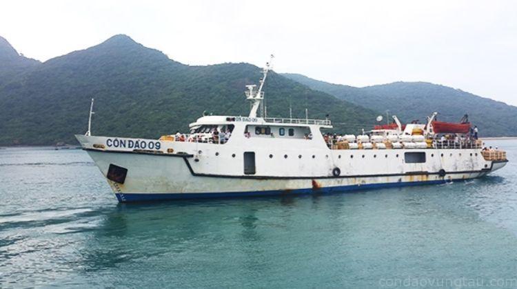 Tàu thường đi Côn Đảo