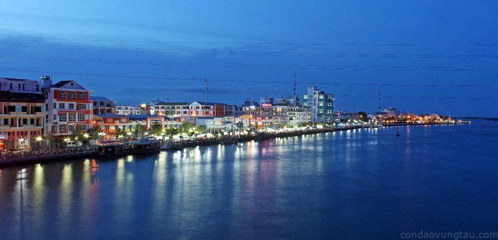 Hà Tiên có đầy đủ lợi thế để phát triển du lịch đa dạng từ biển, đảo, lễ hội văn hóa đế cửa khẩu.