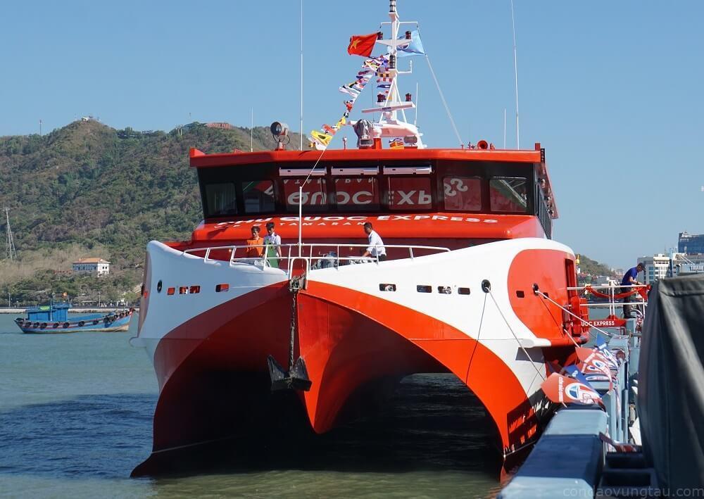 Đây là tàu cao tốc hai thân lớn nhất Việt Nam, thiết kế theo tiêu chuẩn châu Âu. Tàu dài gần 47 m, rộng hơn 12 m, sức chứa gần 600 hành khách.