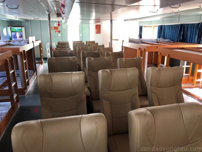 và 70 nghế ngồi như ghế máy bay